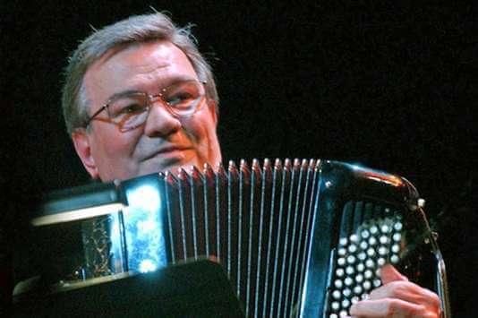 Marcel Azzola avec ses lunettes accordéon concert à Rouen