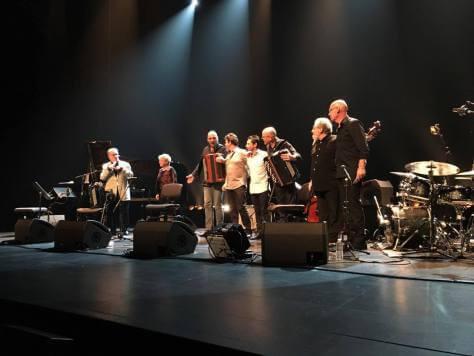 Lina Bossati Marcel Azzola scène musiciens salut