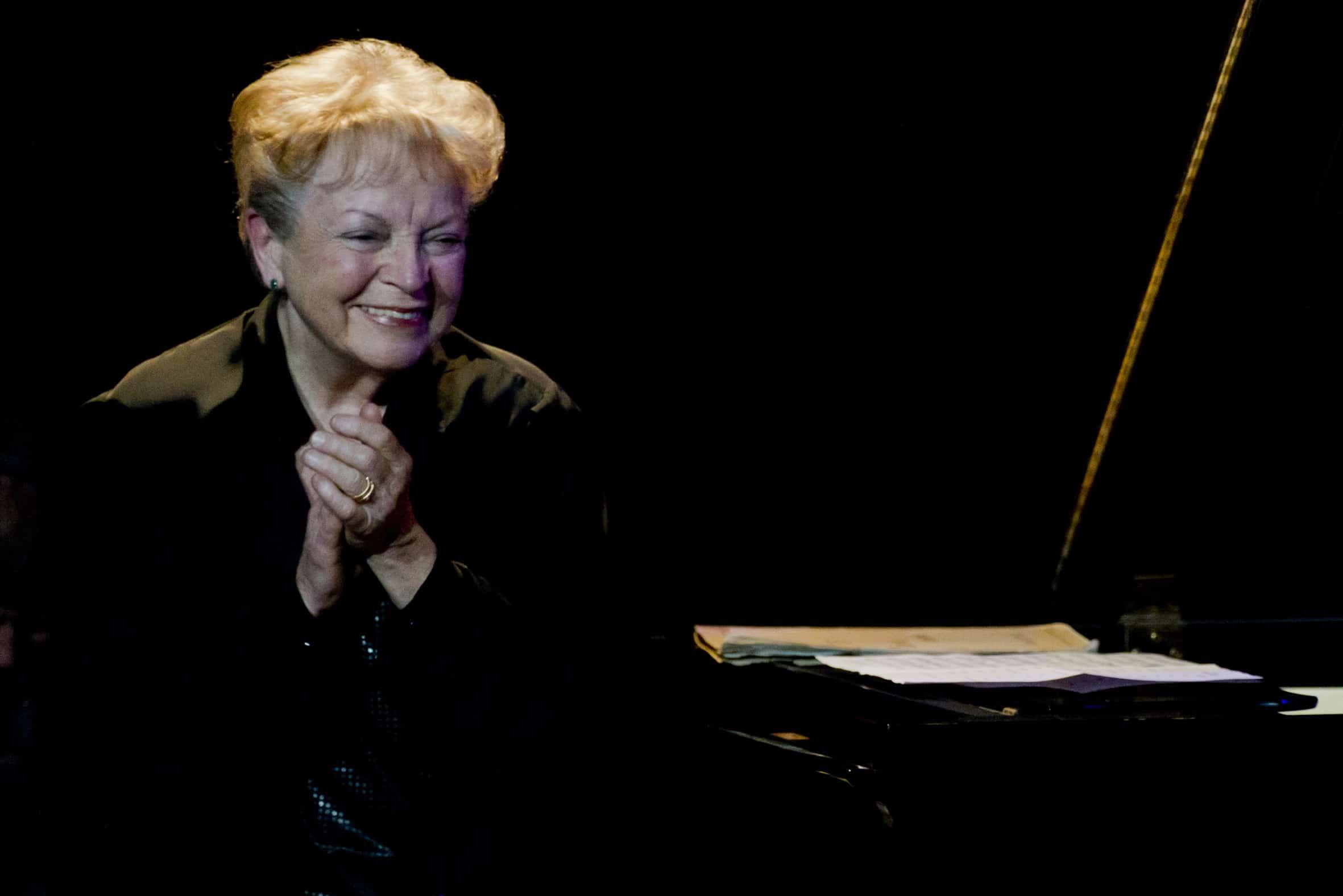 Lina Bossatti sourit public